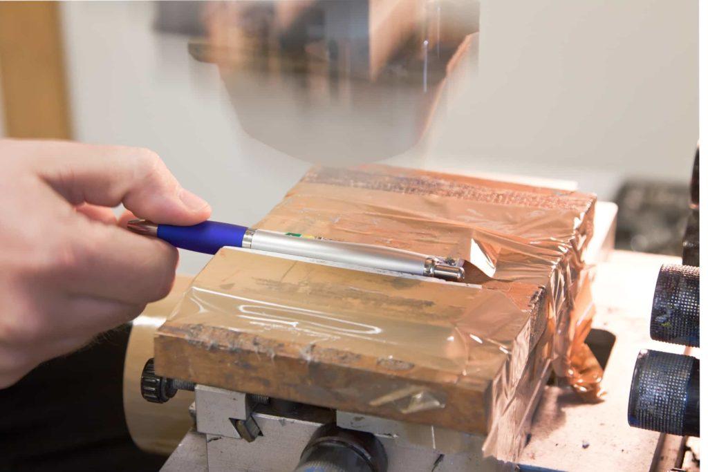 Pomocí tamponového tisku dokážeme potisknout různé 3D předměty – tužky, hrníčky, skleničky, atd.